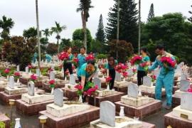 Viettel Đắk Lắk tổ chức chăm sóc 14 nghĩa trang liệt sĩ